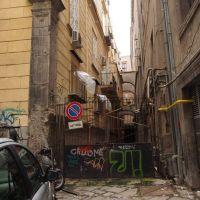 accesso chiuso su via Santa Maria la Nova