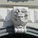 via Scarlatti 32 - mascherone del portale