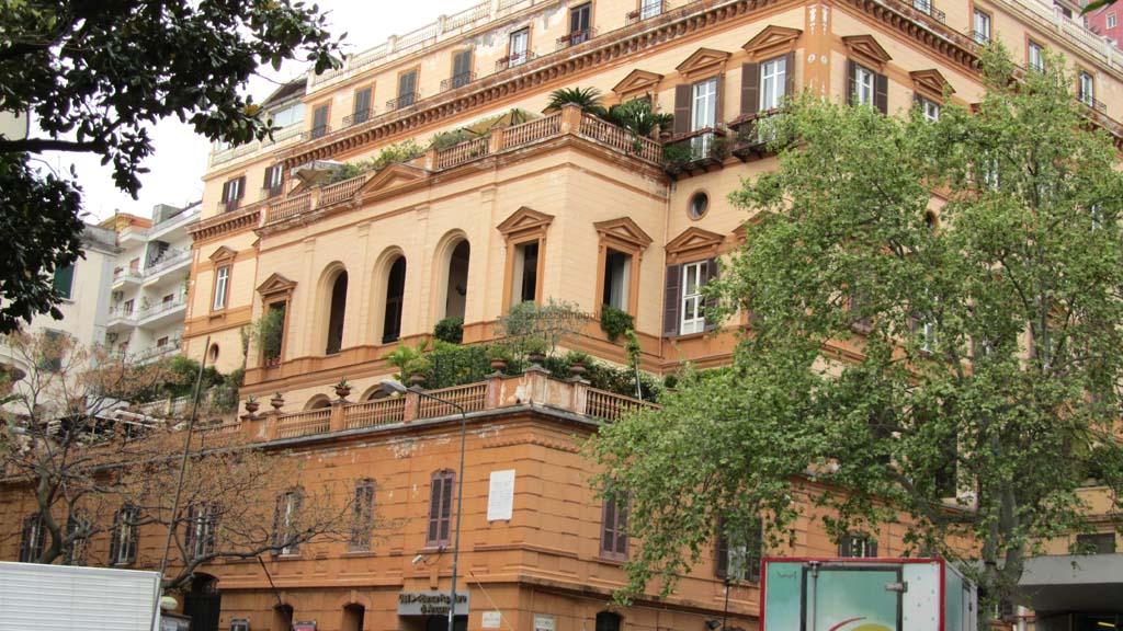 Palazzo balsorano palazzi di napoli for Piani di palazzi contemporanei