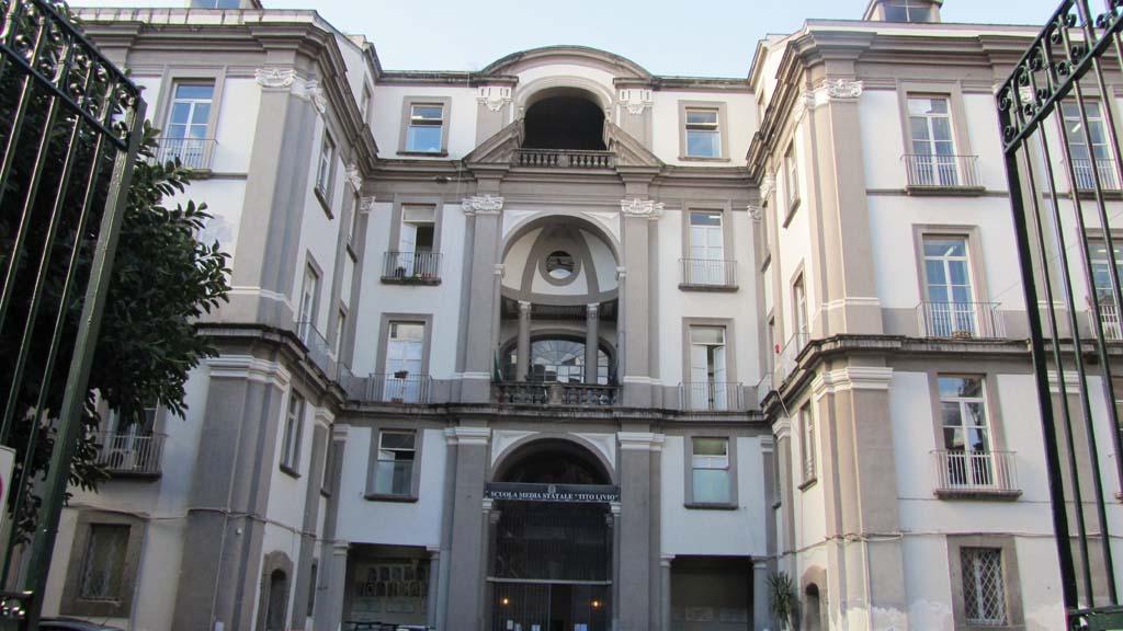 Caserma della cavallerizza palazzi di napoli for Piani di palazzi contemporanei