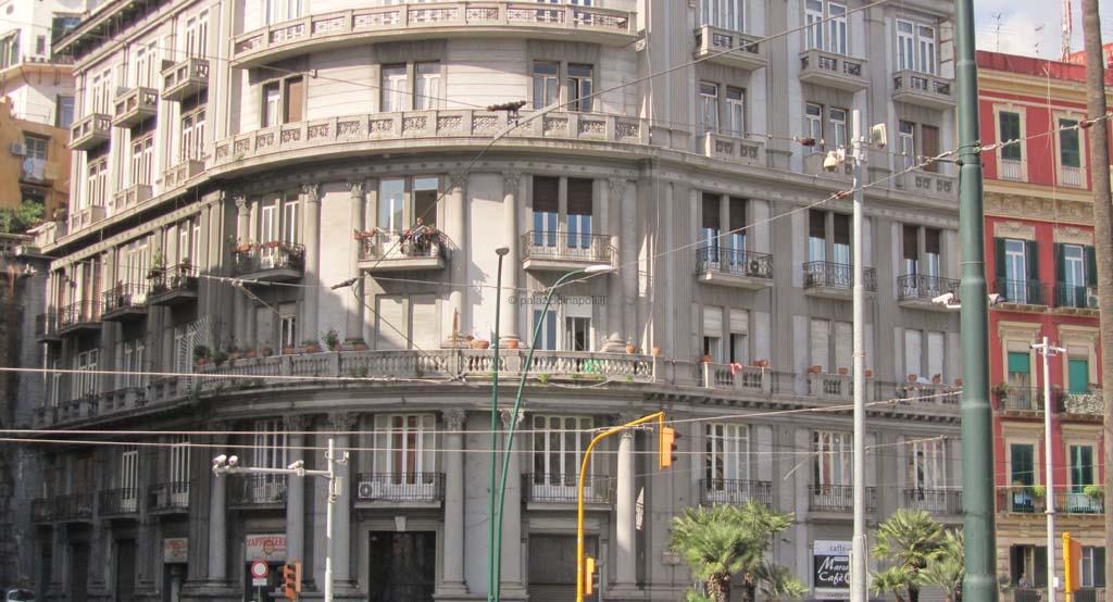 Piazza sannazaro 57 63 palazzi di napoli for Piani di palazzi contemporanei