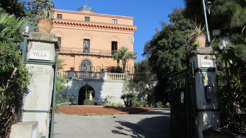 Villa kernot 102 palazzi di napoli for Vendita case a roma da privati