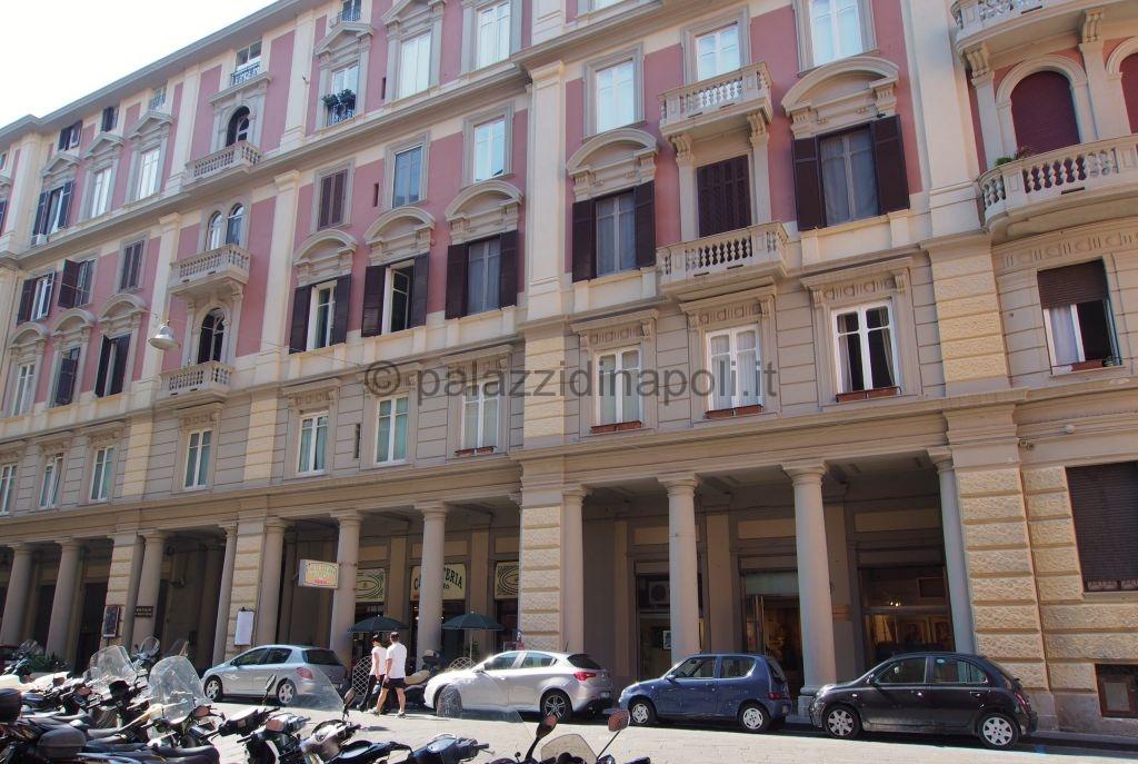 Palazzo cosenza palazzi di napoli for Piani di palazzi contemporanei